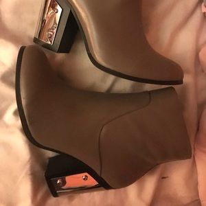 Shoe mint Trisha grey booties